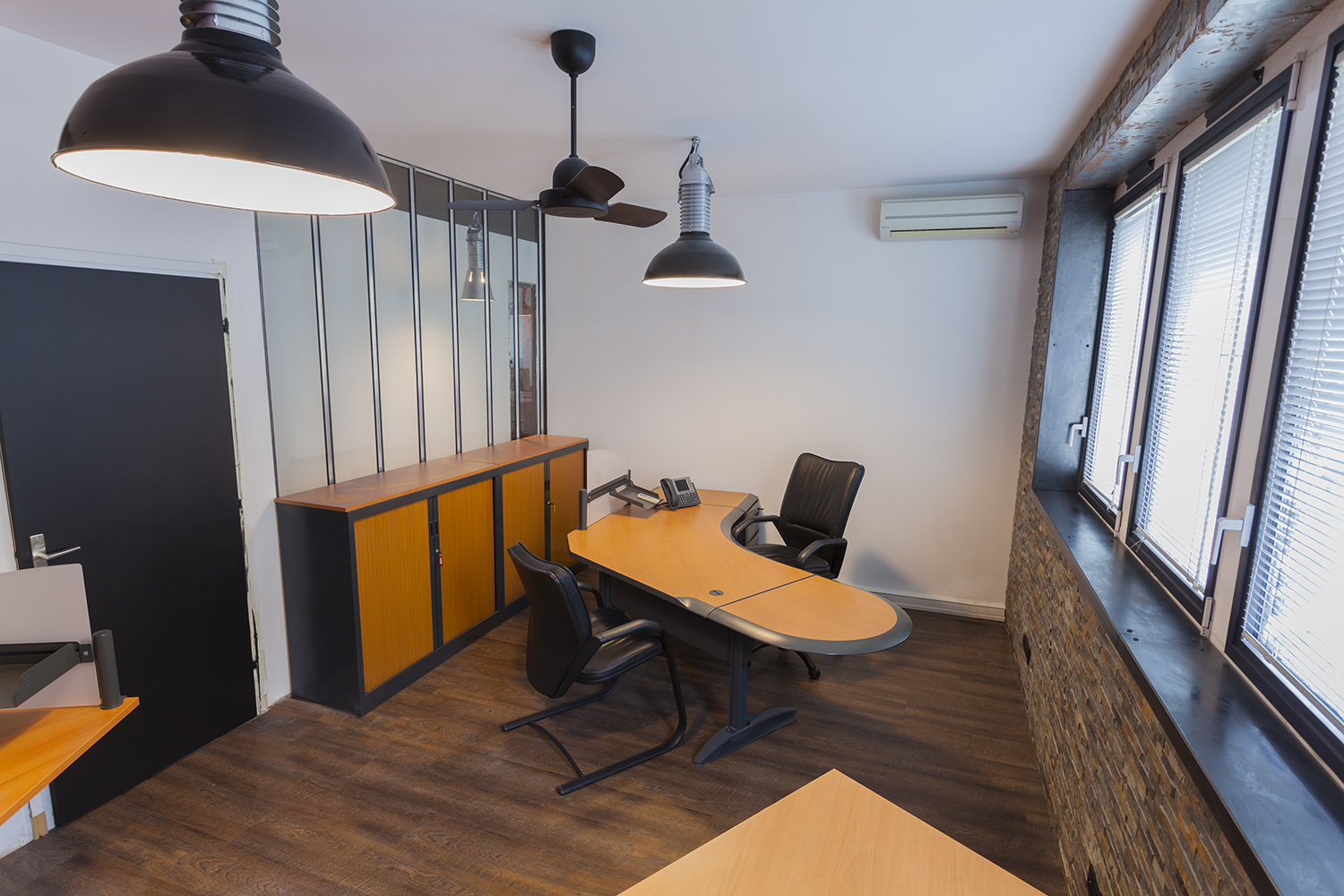 location de bureaux la rochelle centre d 39 affaires bureaux privatifs co working. Black Bedroom Furniture Sets. Home Design Ideas